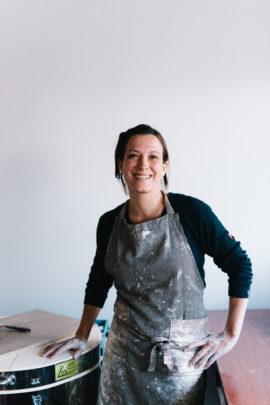 Portrait d'Hortense Montarnal, céramiste - A découvrir sur le blog mariage www.lamarieeauxpiedsnus.com - Photos : Chloé Lapeyssonnie