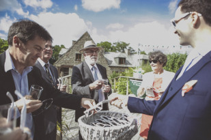 Ludivine Viguie - Un mariage au Petit Moulin du Rouvre - La mariee aux pieds nus