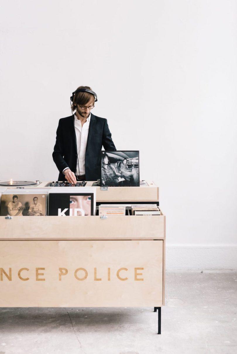 Les infos indispensables à partager et les questions à poser à votre DJ de mariage - Dance Police - Blog mariage : La mariée aux pieds nus