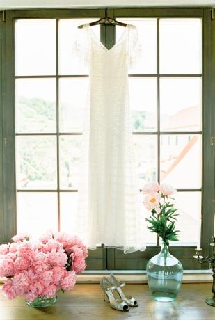 Peter and Veronika - Un mariage champetre en rose et rouge - La mariee aux pieds nus