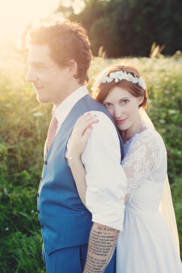 Anne Claire Brun - Un mariage rustique et fun a l ecurie d Emma - Provins- La mariee aux pieds nus