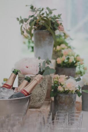 ©Emmanuelle B - Un mariage pastel sous la pluie - La mariee aux pieds nus