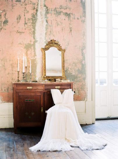 Un portrait de mariée inspiré par Man Ray, le mouvement et l'évolution - La mariée aux pieds nus - Photo et stylisme par Brancoprata