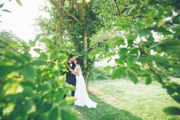 ©Celine Hamelin - Un mariage colore a la grange de Fontenay - La mariee aux pieds nus†