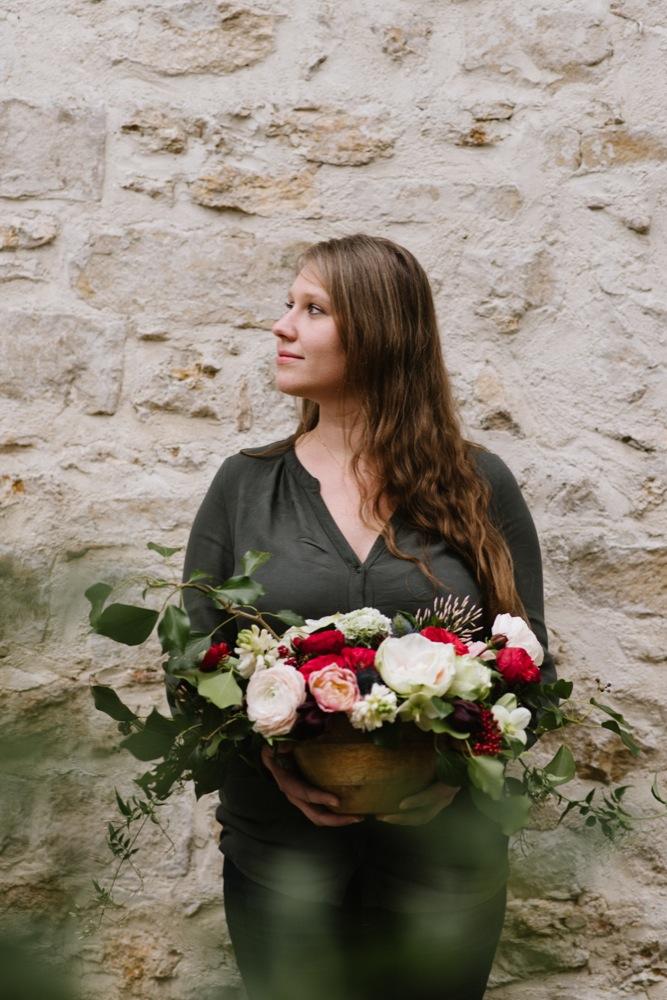 Chloe Lapeyssonie - Une table rouge en tete a tete - La mariee aux pieds nus