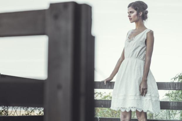 ©Laurent Nivalle - Laure de Sagazan - Robe de mariee sur mesure Paris - Collection 2014 - La mariee aux pieds nus