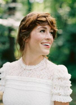 Elisa Bricker - 10 idees de chignons de mariee - La mariée aux pieds nus