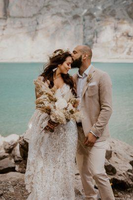 Un elopement bohème au bord du Lac Oeschinensee en Suisse - Photos : Cécilia Hofer - Blog mariage : La mariée aux pieds nus.