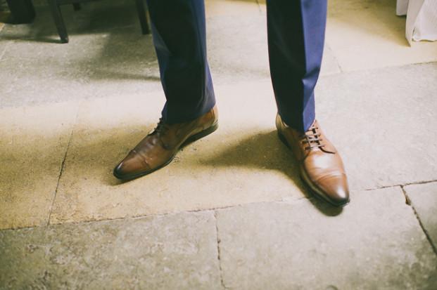 JonathanUdotPictures - Un mariage romantique et champêtre a Nimes - La mariee aux pieds nus-17