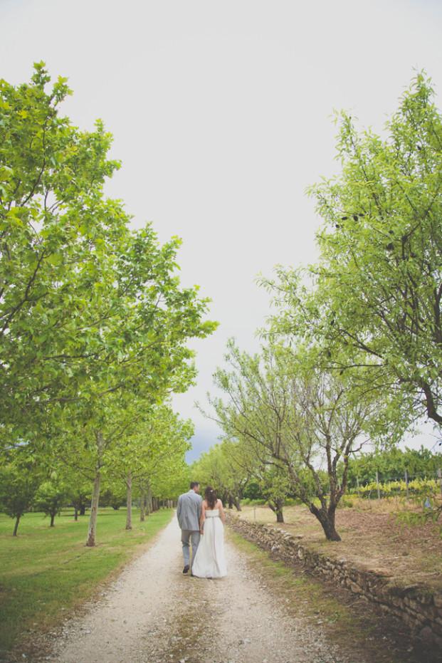 Emma Rodrigues Photography - Un mariage a Gordes dans le Luberon - La mariee aux pieds nus