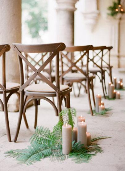 Jose Villa - Comment decorer la ceremonie de votre mariage - La mariee aux pieds nus