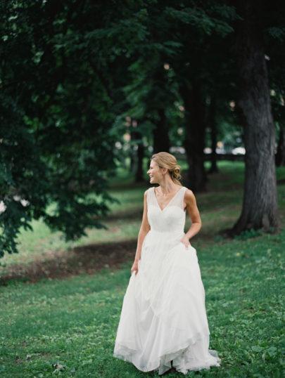 Kate Ignatowski - Mandy Forlenza Sticos - Un mariage sur le theme du vin - La mariee aux pieds nus