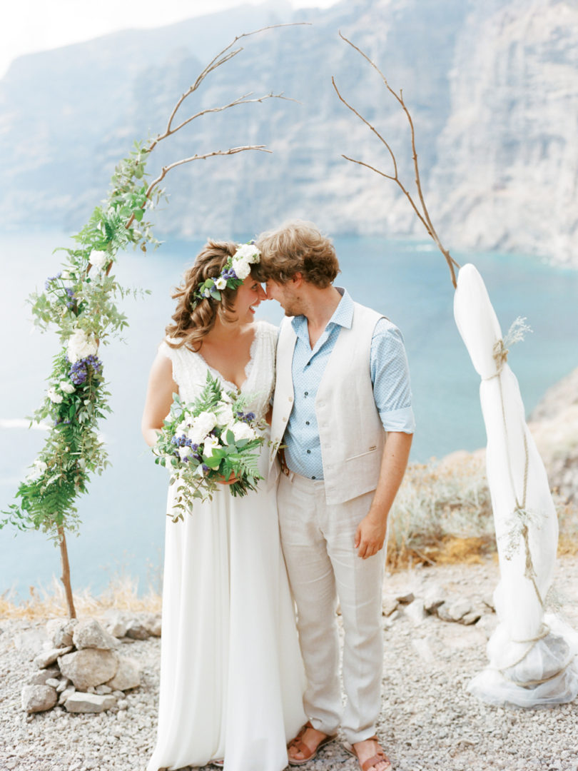 Ksenia Milushkina - Un mariage en bleu sur l'ile de Tenerife - Iles canaries - La mariée aux pieds nus