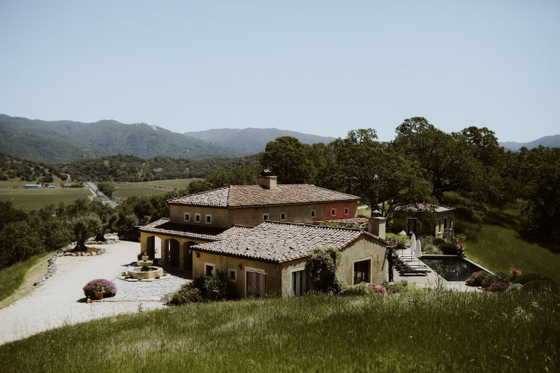 Un mariage végétal au coeur de la Californie - La mariée aux pieds nus