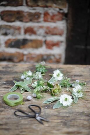 Chloe Lapeyssonnnie - La mariee aux pieds nus - Inspirations fleuries - Couronne de fleurs