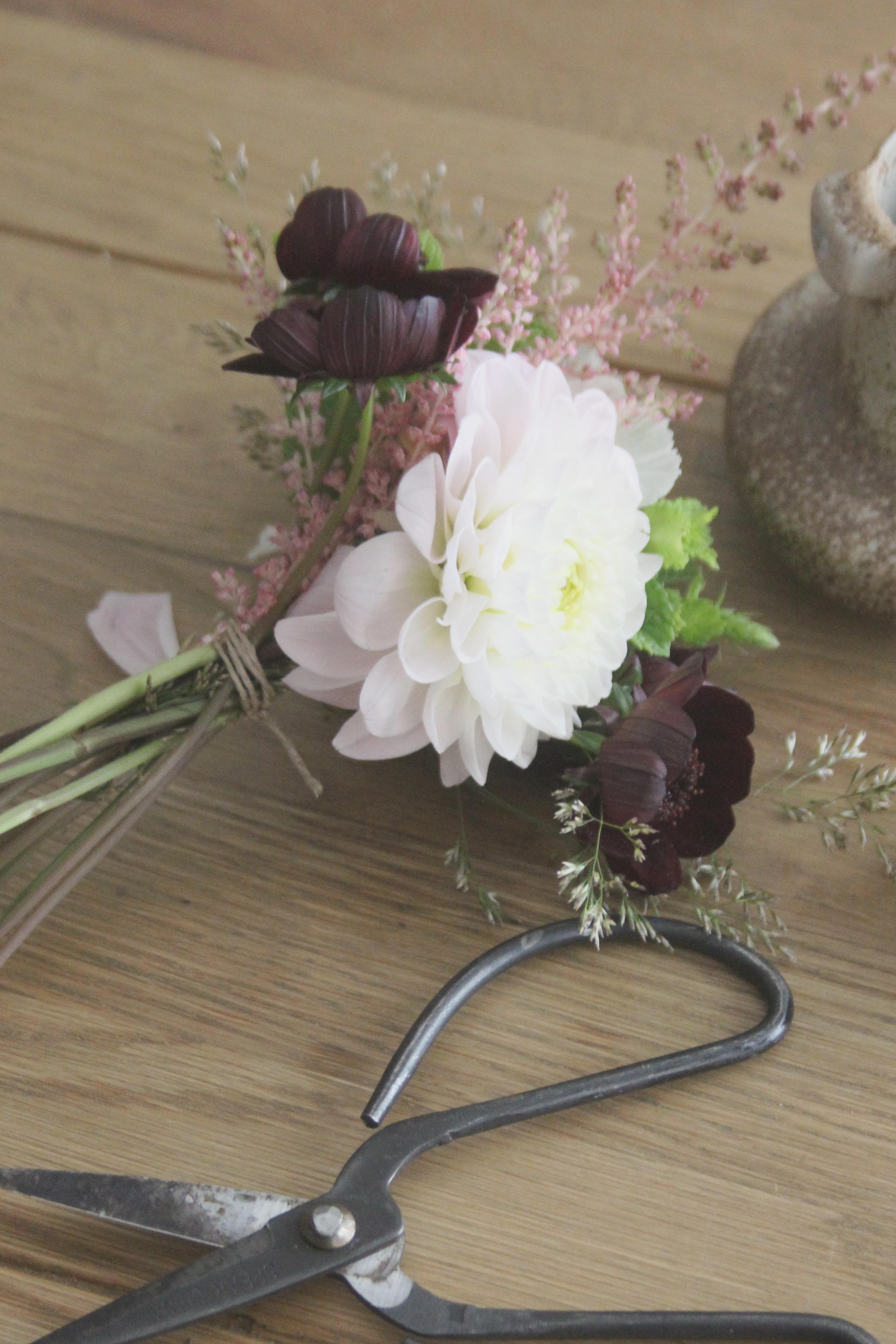 la mariee aux pieds nus diy petit bouquet de fleurs 4 la mariee aux pieds nus. Black Bedroom Furniture Sets. Home Design Ideas