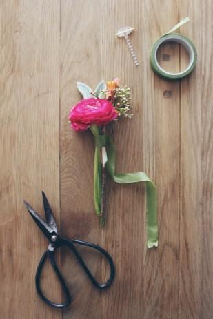 La mariee aux pieds nus - DiY comment faire une boutonniere pour homme - fleurs - 2
