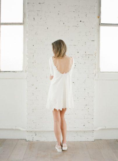 La mariee aux pieds nus - Photographe Greg Finck - Rime Arodaky - Robes de mariee courte - Mariage civil - 2015 - Modele Anders