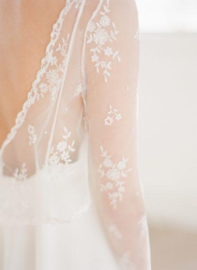 La mariee aux pieds nus - Photographe Greg Finck - Rime Arodaky - Robes de mariee courte - Mariage civil - 2015 - Modele Bree Cape Jane