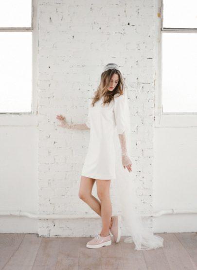 La mariee aux pieds nus - Photographe Greg Finck - Rime Arodaky - Robes de mariee courte - Mariage civil - 2015 - Modele Jagger