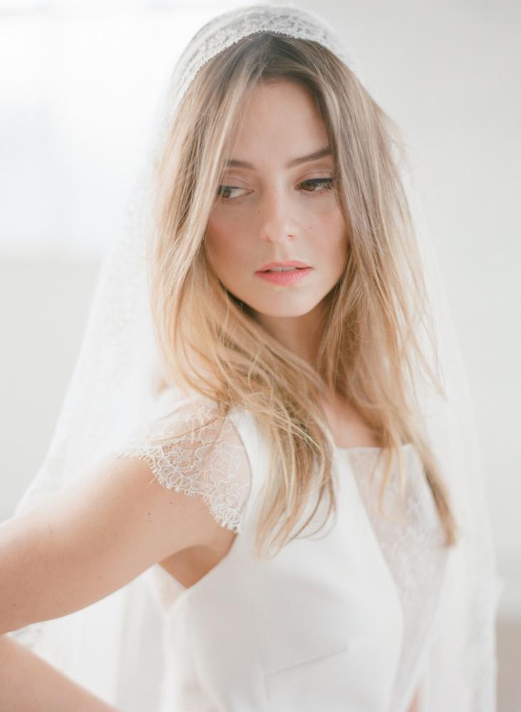 La mariee aux pieds nus - Photographe Greg Finck - Rime Arodaky - Robes de mariee courte - Mariage civil - 2015 - Modele Jamie