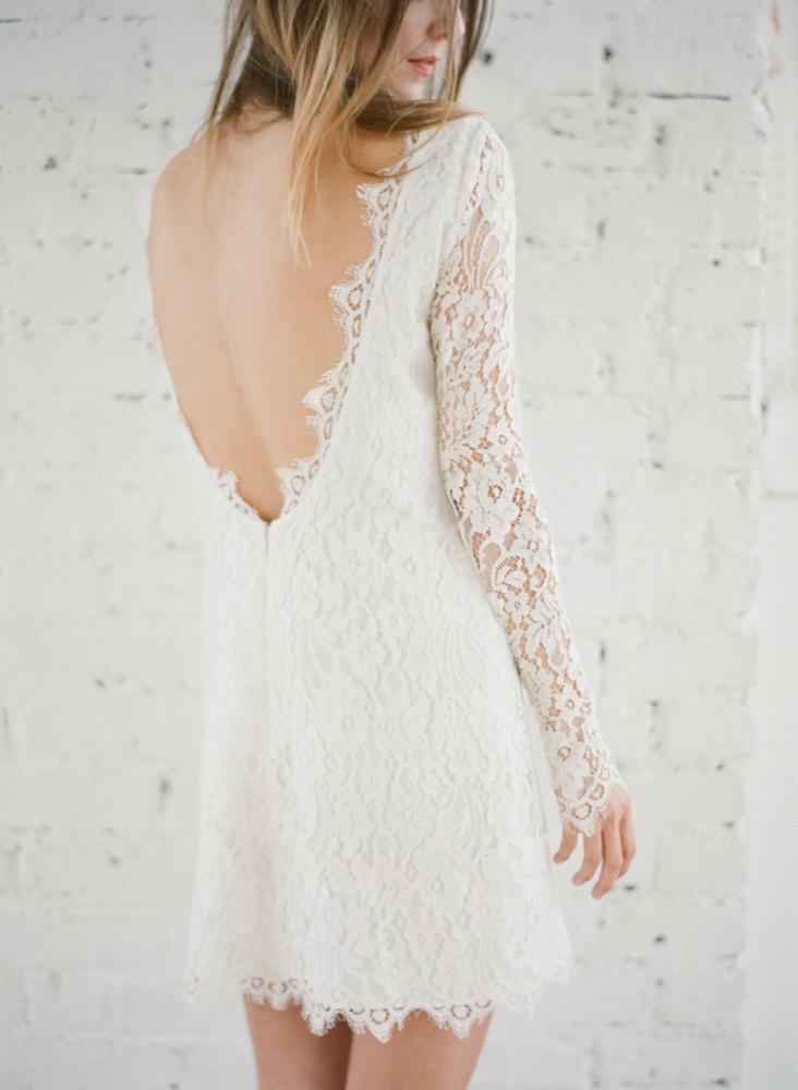 La mariee aux pieds nus - Photographe Greg Finck - Rime Arodaky - Robes de mariee courte ...