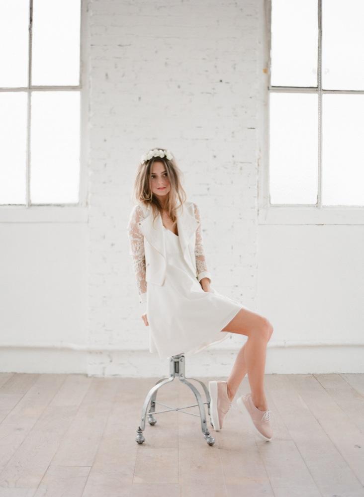 La mariee aux pieds nus - Photographe Greg Finck - Rime Arodaky - Robes de mariee courte - Mariage civil - 2015 - Modele Perfecto Moss