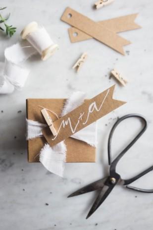http://www.lamarieeauxpiedsnus.com/do-it-yourself/8-facons-de-personnaliser-vos-cadeaux-d-invites