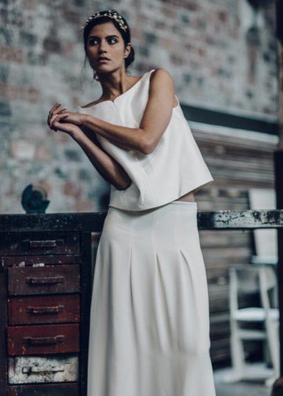 La mariée aux pieds nus - Laure de Sagazan - Robes de mariée - Collection 2016 - Top Sully / Jupe Lincoln - Photo : Laurent Nivalle