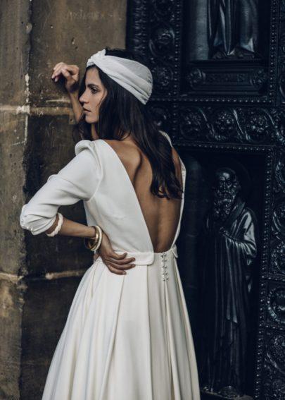 La mariée aux pieds nus - Laure de Sagazan - Robes de mariée - Collection 2016 - Robe Proust et Turban Rocha - Photo : Laurent Nivalle