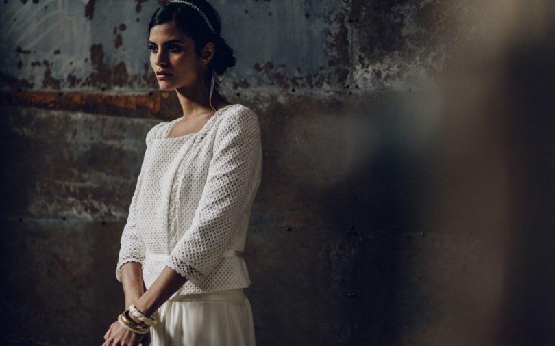 La mariée aux pieds nus - Laure de Sagazan - Robes de mariée - Collection 2016 - Veste Homere sur Robe Sevigné - Photo : Laurent Nivalle