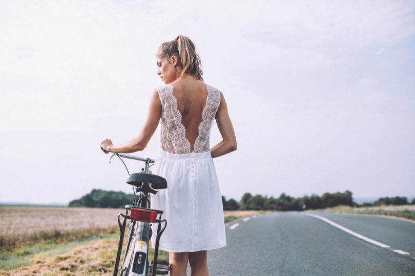 LA MARIEE AUX PIEDS NUS - Photographe Laurence Revol - LORAFOLK - Collection de robes de mariée courtes - Modele