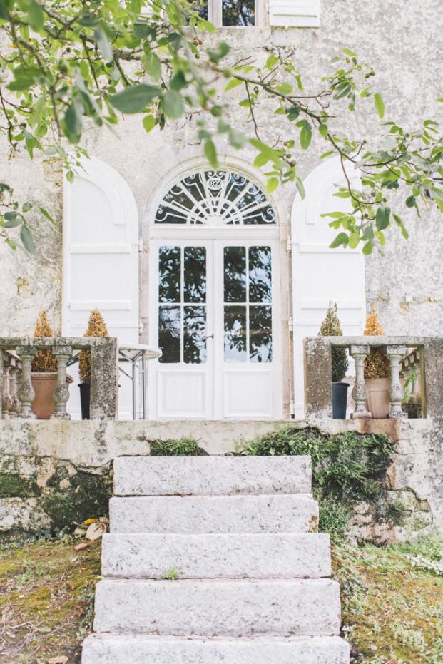 Yoris Photographe - Un mariage dans le Lot et Garonne au Chateau de Saint Loup en Albret - La mariee aux pieds nus