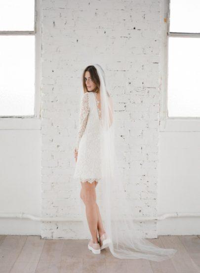 La mariee aux pieds nus - Photographe Greg Finck - Rime Arodaky - Robes de mariee courte - Mariage civil - 2015 - Modele Mya
