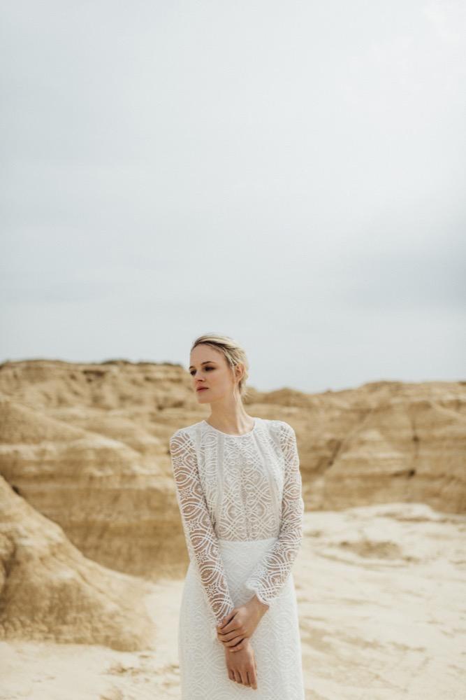La mariée aux pieds nus - Photo : Thierry Joubert - Oh Oui par Atelier Anonyme - Robes de mariée - Collection 2016 - Modele Clelie