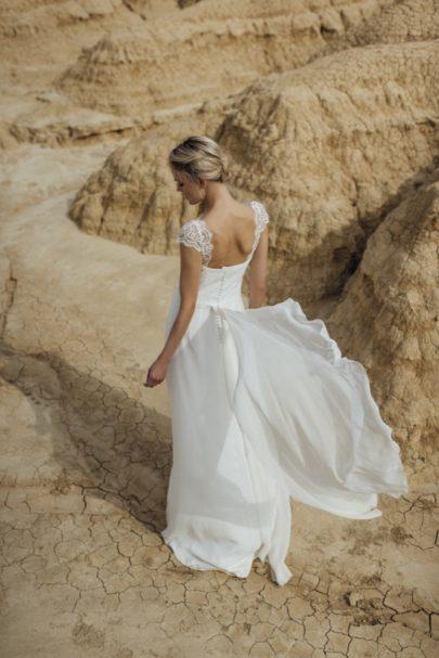 La mariée aux pieds nus - Photo : Thierry Joubert - Oh Oui par Atelier Anonyme - Robes de mariée - Collection 2016 - Modele Virginie