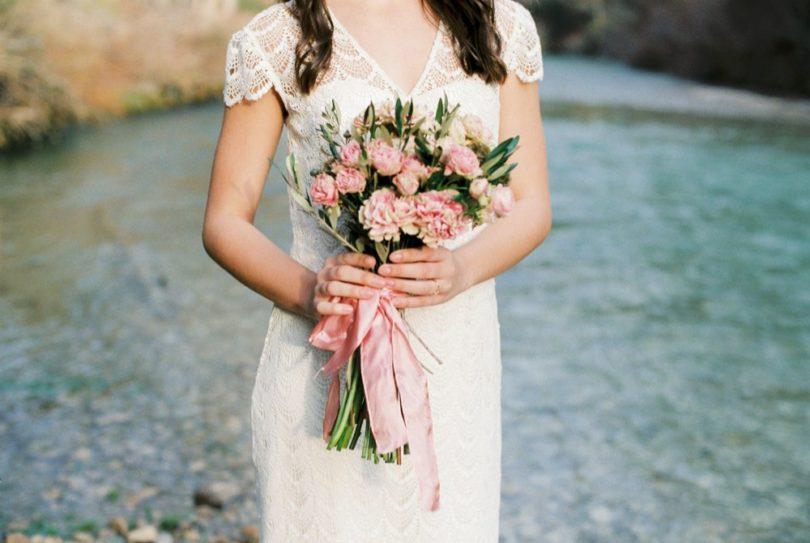 Pablo Laguia - Une mariée bohème portant une couronne de fleurs - La mariée aux pieds nus