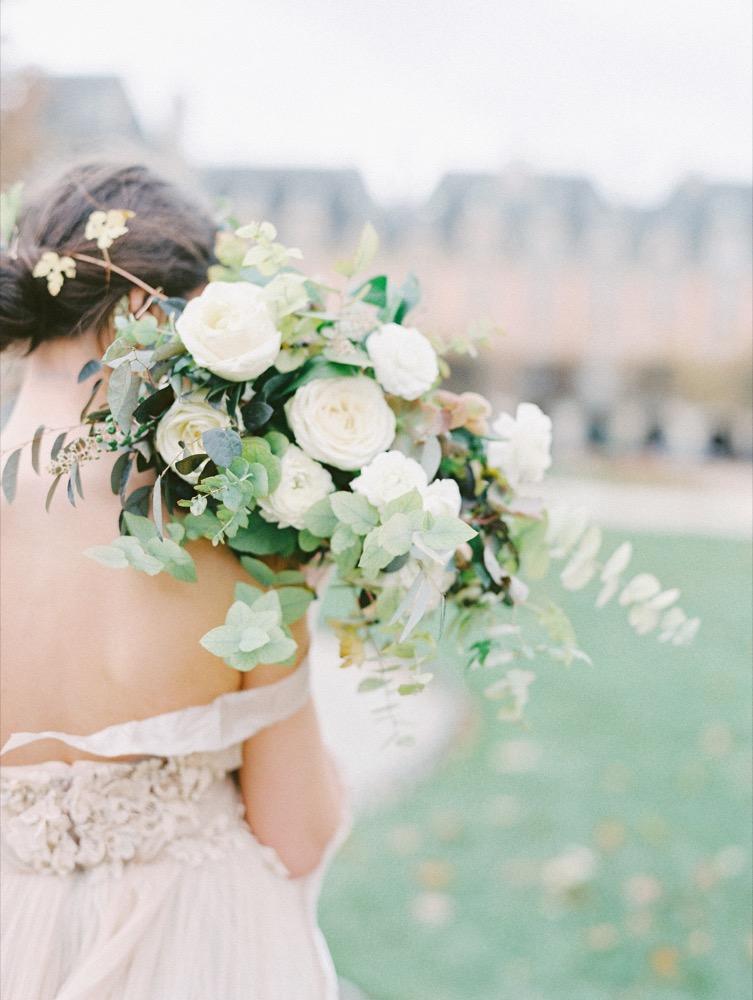 Comment choisir sa robe de mariée - La mariée aux pieds nus - Photo : D'Arcy Benincosa