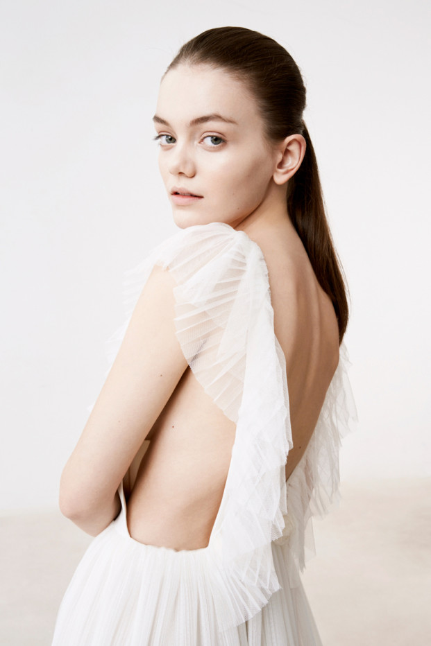 Delphine Manivet - Robes de mariée - Collection 2017 - Robe Pasuier - a découvrir sur le blog mariage www.lamarieeauxpiedsnus.com