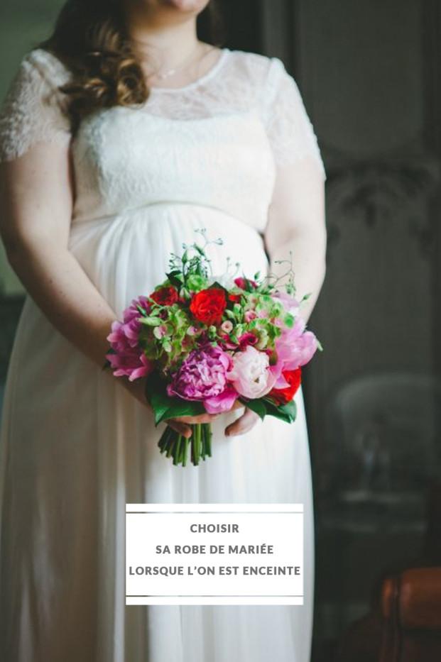 Pauline-F-Photography-choisir-sa-robe-de-mariee-lorsque-l-on-est-enceinte-la-mariee-aux-pieds-nus