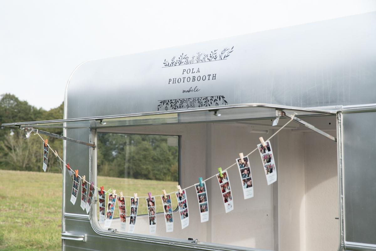 Pola Photobooth - Caravane Vintage Photobooth Mariage - La mariée aux pieds nus