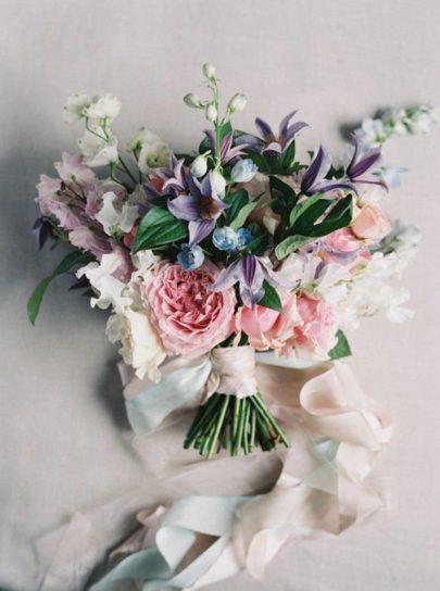 Romance Weddings - 12 idées de bouquets de mariée roses - La mariée aux pieds nus
