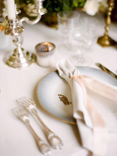 Ruth Eileen - Un mariage pastel en Bourgogne au chateau de Varennes - Sylvie Gil Workshop - La mariée aux pieds nus
