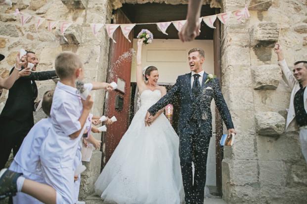 ©Ernestine et sa famille - Un mariage retro pres d Arles - La mariee aux pieds nus