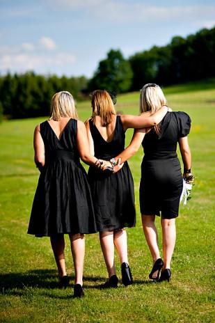 vrai-mariage-amypunky-photography-la-mariee-aux-pieds-nus-demoiselles-d-honneur