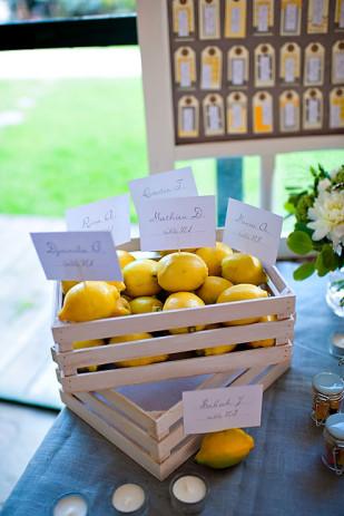 vrai-mariage-amypunky-photography-la-mariee-aux-pieds-nus-plan-de-table-citrons