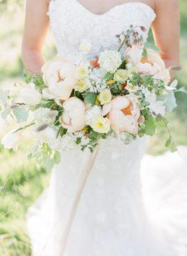 Taylor and Porter Photographs - 12 idées de bouquets de mariée roses - La mariée aux pieds nus