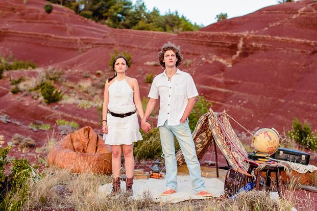 ©Caroline Vidal - Une seance engagement dans le desert - La mariee aux pieds nus
