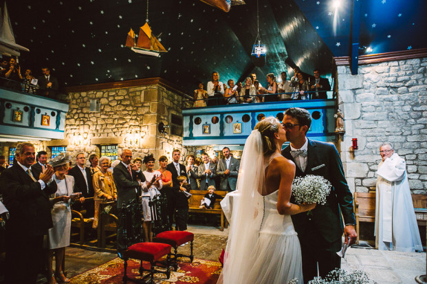 MADfotos - Un mariage en Bretagne - La mariee aux pieds nus