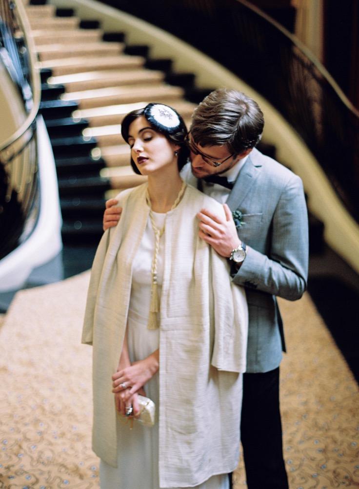 l'Artisan Photographe - Un mariage années 20 - Inspiration - Hotel du Collectionneur Paris - La mariee aux pieds nus